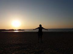 ... adevărul este ca un răsărit de soare pe care e bine să îl primeşti cu braţele deschise